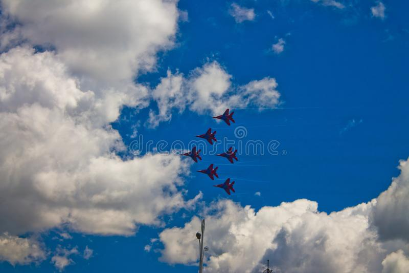 Aerobatic Team ` Swifts-` ` Strizhi-` lizenzfreie stockbilder