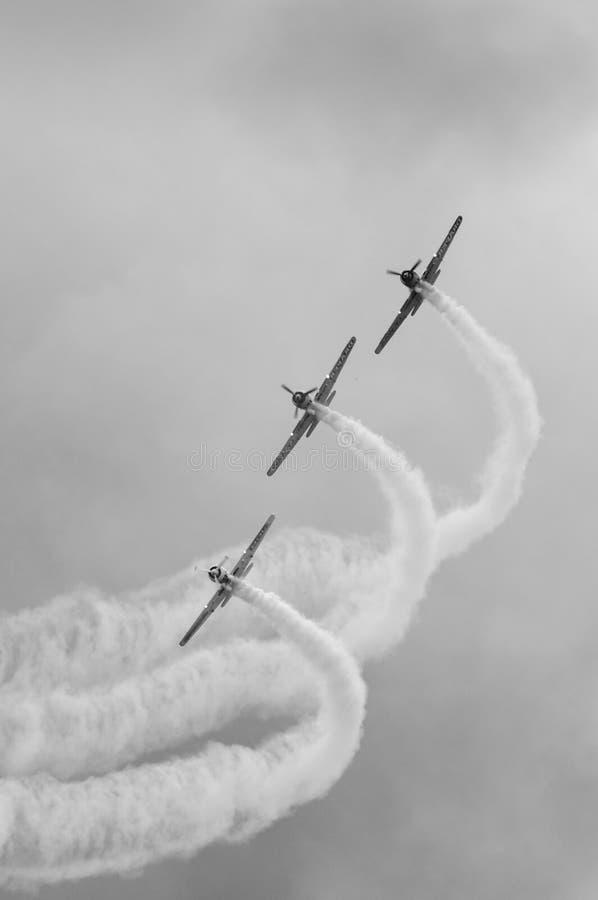 Aerobatics samolotów przedstawienie BW fotografia royalty free