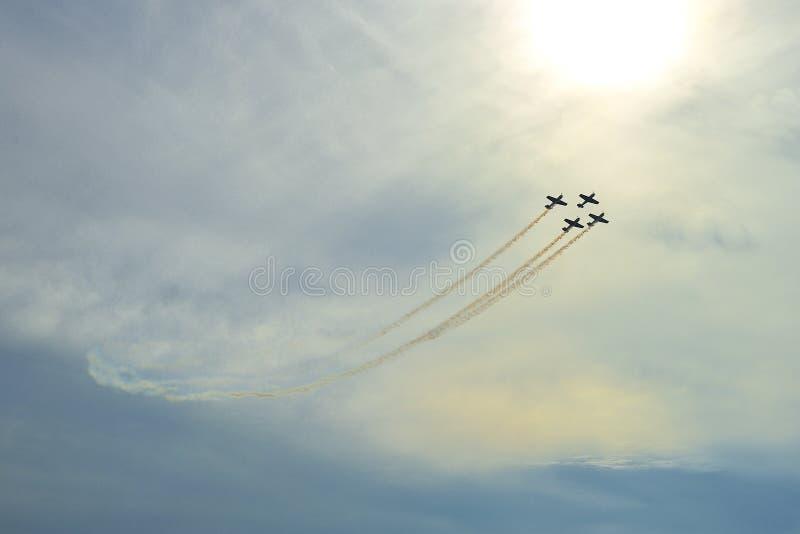 Aerobaticvlucht royalty-vrije stock afbeeldingen