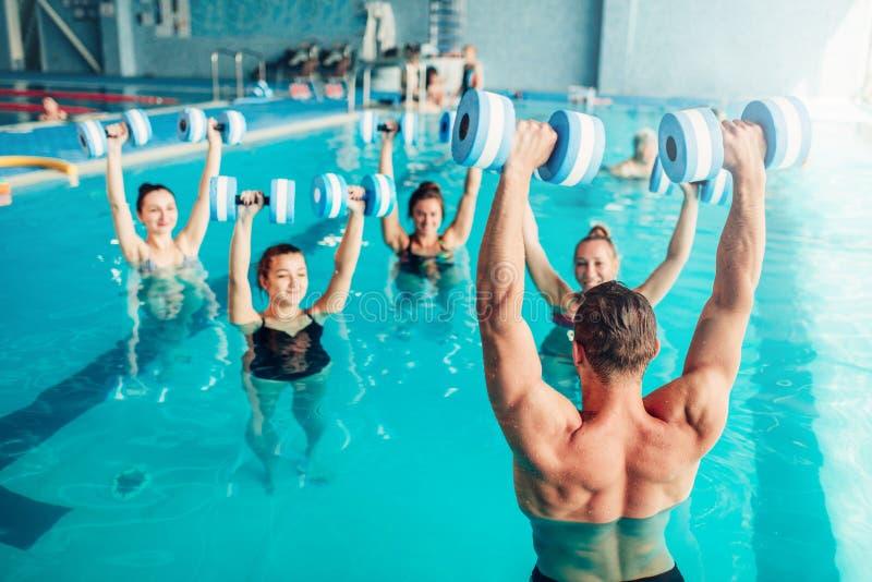 Aerobica dell'acqua, stile di vita sano, sport acquatico fotografia stock libera da diritti
