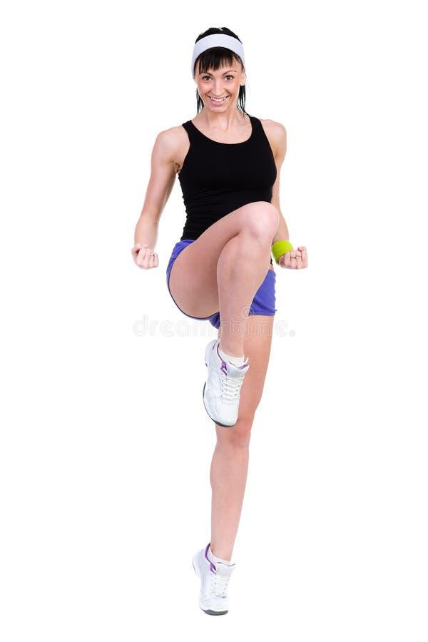Aerobicskonditionkvinna som övar den isolerade oavkortade kroppen royaltyfri bild