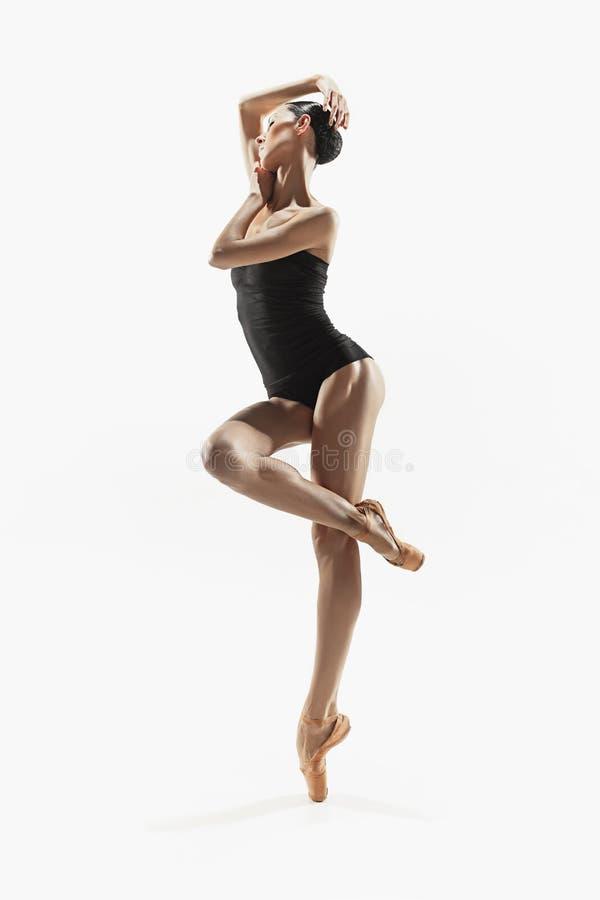 Aerobik sprawności fizycznej kobieta ćwiczy w pełnym ciele zdjęcie royalty free
