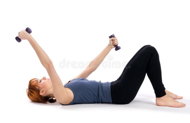 aerobisk görande övningskonditionkvinna royaltyfria foton