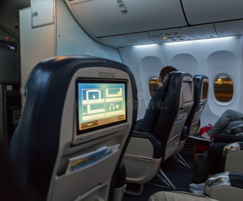 Aerobus Boeing 737 emiraty przy Dubaj lotniskiem, Zlany Arabski emir zdjęcia royalty free