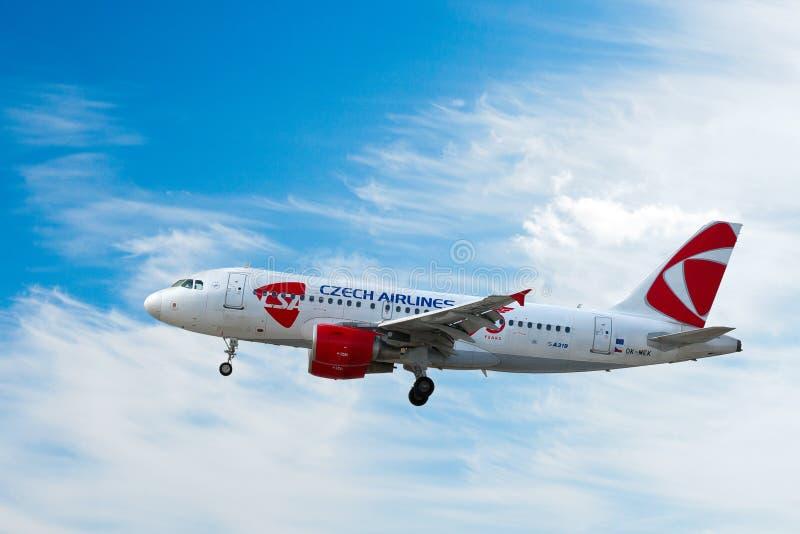 Aerobus A319 Czeskie linie lotnicze ÄŒSA, Vaclav Havel lotnisko międzynarodowe,/, Ruzyne, Praga, republika czech obrazy stock