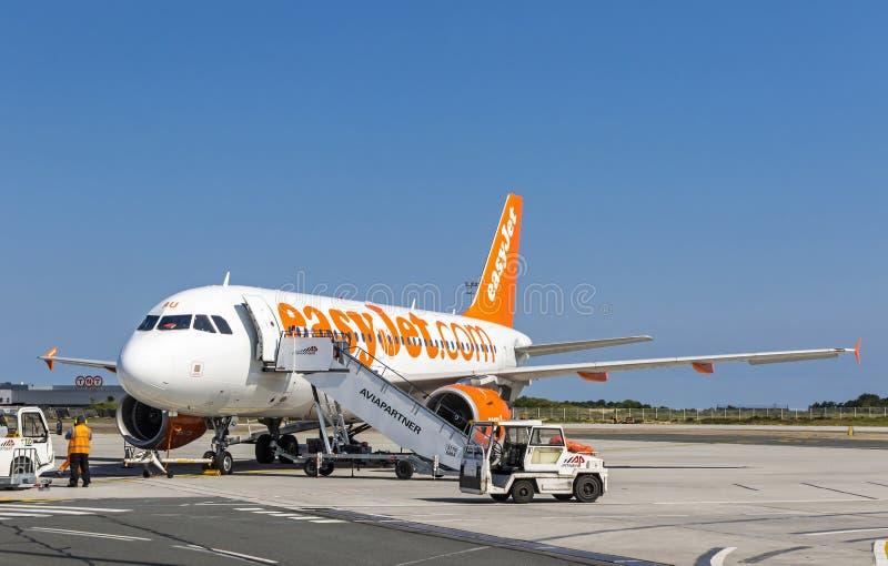 Aerobus A319-111 EasyJet w bordach Lotniskowych zdjęcia royalty free
