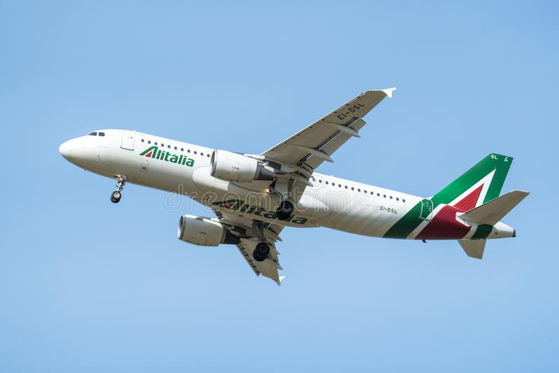 Aerobus A320-200 linia lotnicza Alitalia Deskowa liczba EI-DSL obrazy stock