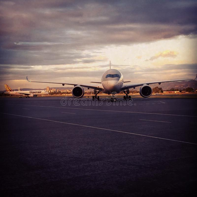 Aerobus 350-900 przyjazd od Doha obrazy stock