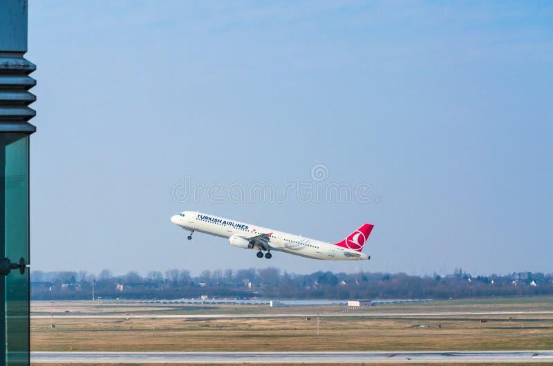 Aerobus A321 Turkish Airlines przy rozpoczęciem obrazy stock
