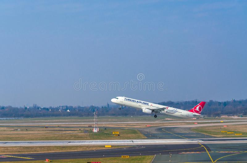 Aerobus A321 Turkish Airlines przy rozpoczęciem zdjęcia royalty free