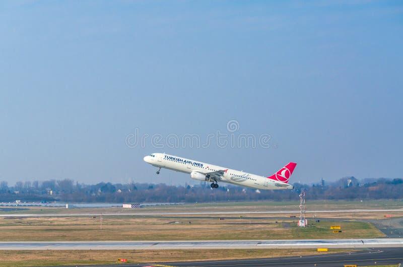 Aerobus A321 Turkish Airlines przy rozpoczęciem zdjęcie royalty free