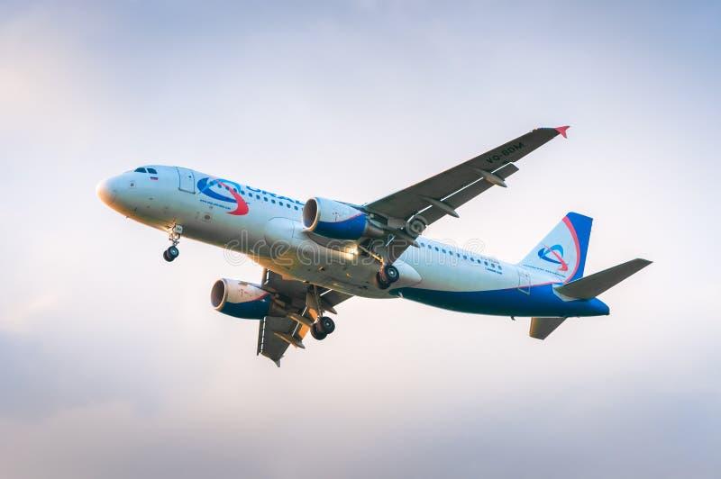 Aerobus A320 VQ-BDM Ural Airlines zdjęcie stock