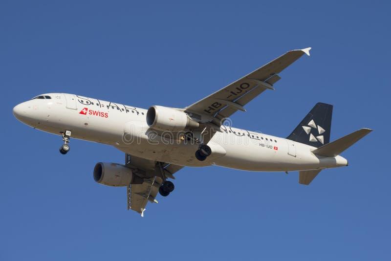 Aerobus A320-214 zbliżenie Swiss International Air Lines (HB-IJO) obraz royalty free