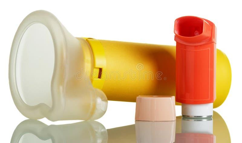 Aerochamber na bielu i inhalator obrazy stock