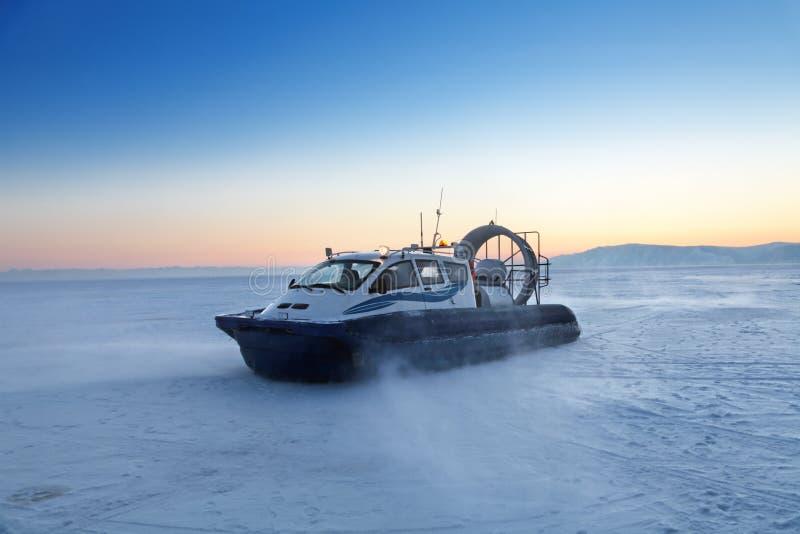Aerodeslizador no Baikal fotos de stock royalty free