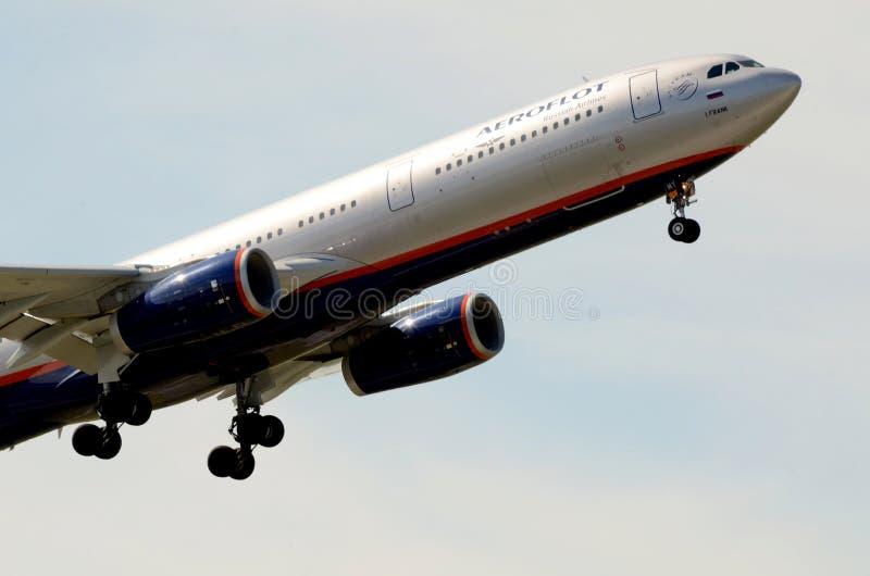 Aeroflot Aerobus A330-343E - start samolot zdjęcie stock