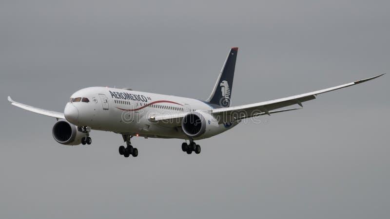 AeroMexico波音787 Dreamliner着陆 免版税库存照片