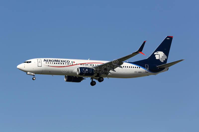 AeroMexico Boeing 737-800 airplane. Los Angeles, USA - February 21, 2016: An AeroMexico Boeing 737-800 with the registration XA-AMV landing at Los Angeles stock image