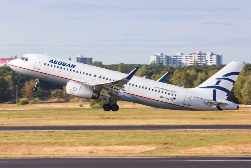 Aeronave Aegean Airlines Airbus A320 Aeroporto de Berlim-Tegel imagem de stock