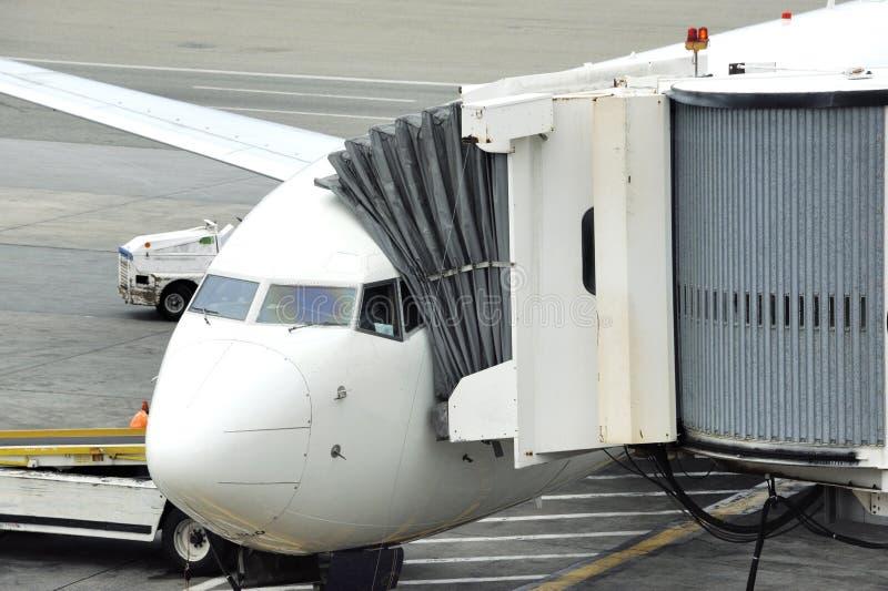 Aeronaves se preparam para embarcar passageiros fotografia de stock
