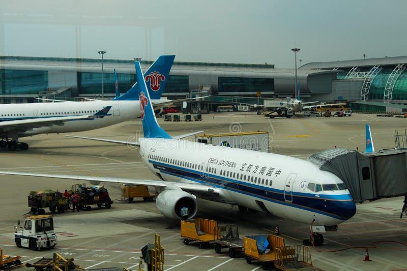 Download Aeroplani Del Sud Della Cina All'aeroporto Di Wuhan Fotografia Editoriale - Immagine di parcheggiato, airlines: 117976147