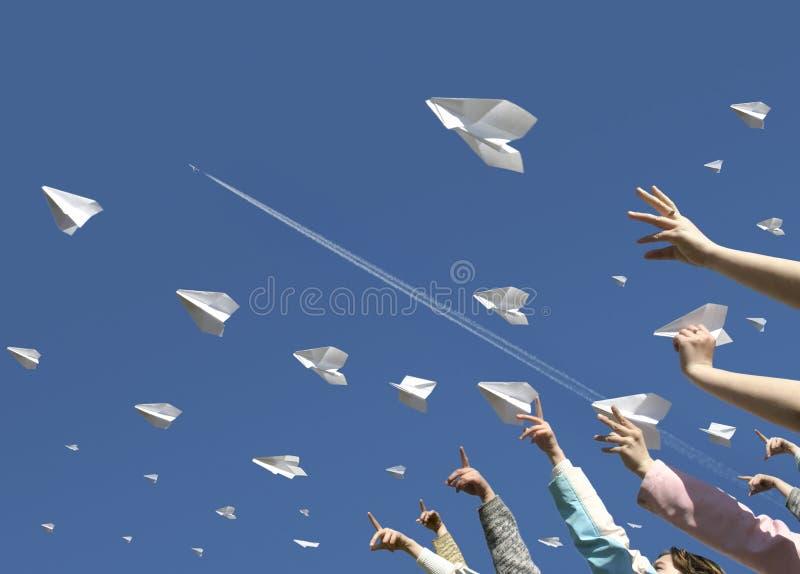 Aeroplani di carta immagini stock