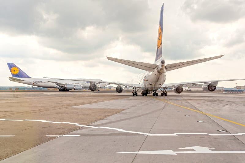 Aeroplani di Lufthansa all'aeroporto fotografia stock libera da diritti