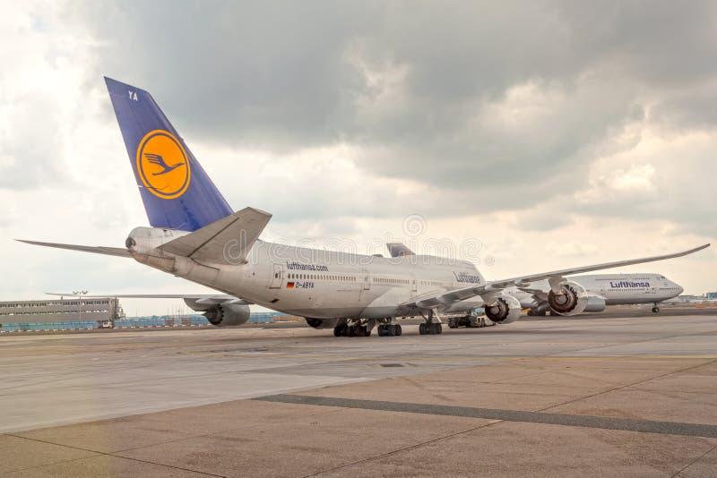 Aeroplani di Lufthansa all'aeroporto fotografia stock