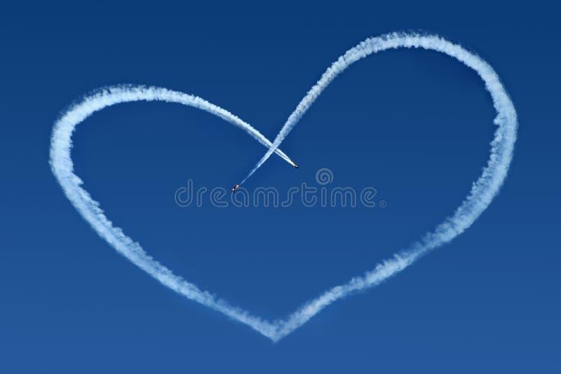 Aeroplani Skywriting un cuore immagine stock libera da diritti