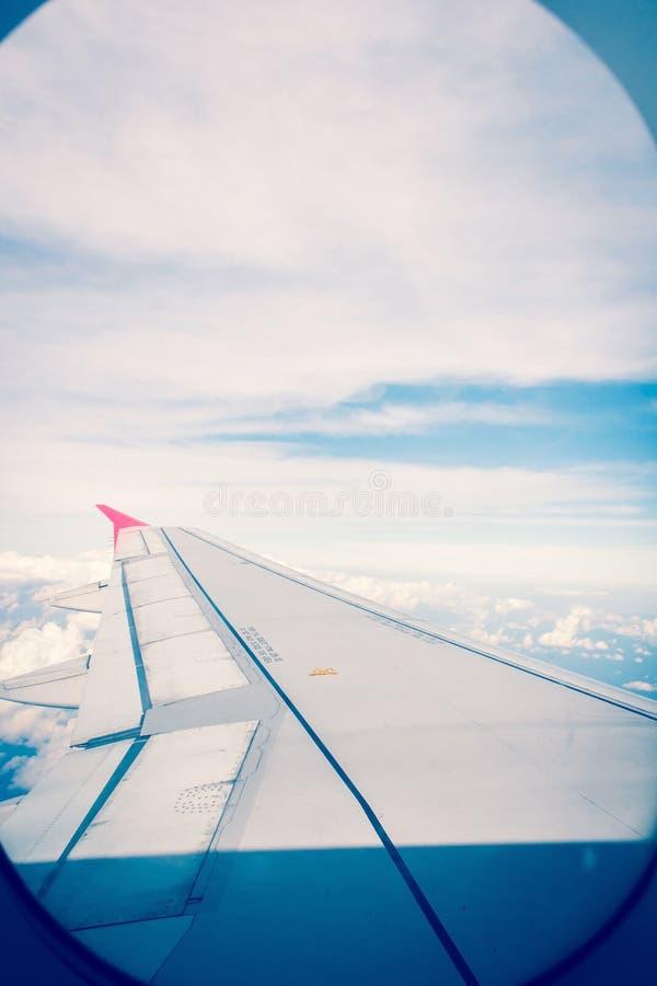 Download Aeroplano foto de archivo. Imagen de nublado, día, siéntese - 64203038