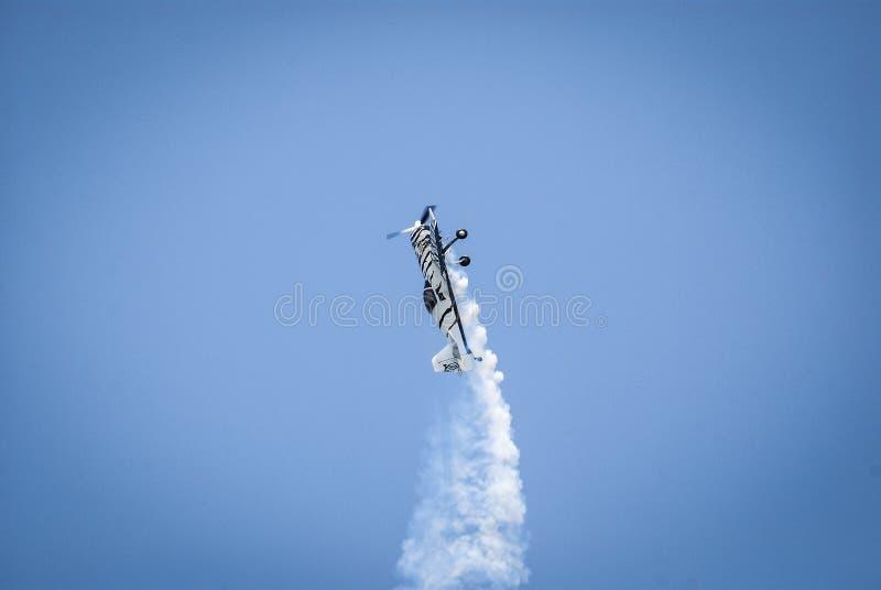 Aeroplano aeroacrobacia imagen de archivo