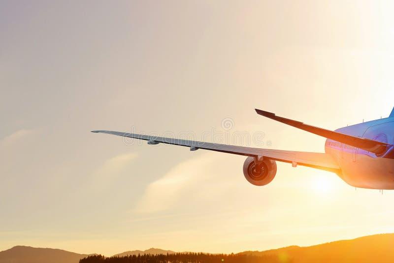 Aeroplano alto in cielo Media misti fotografia stock