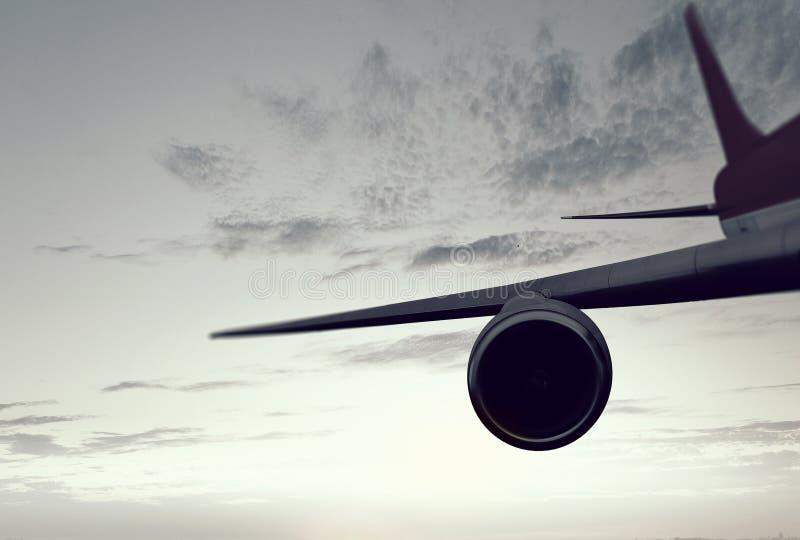 Aeroplano alto in cielo Media misti fotografie stock libere da diritti