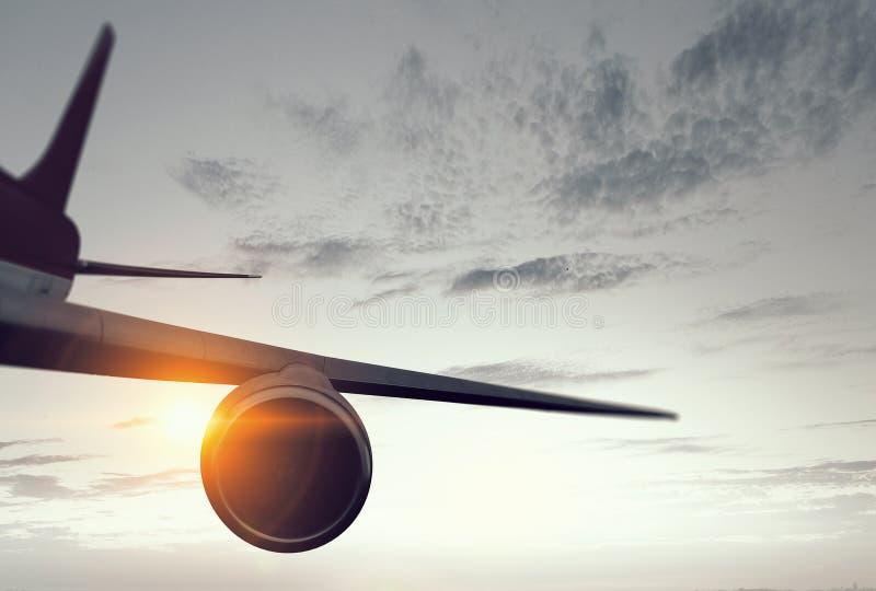 Aeroplano alto in cielo Media misti immagini stock