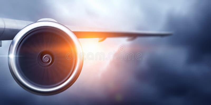 Aeroplano alto in cielo Media misti fotografia stock libera da diritti