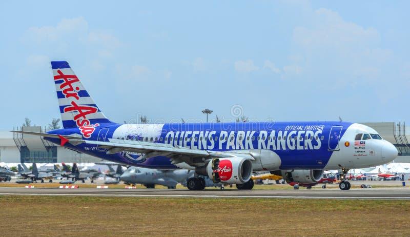 Aeroplano che rulla sulla pista fotografie stock libere da diritti