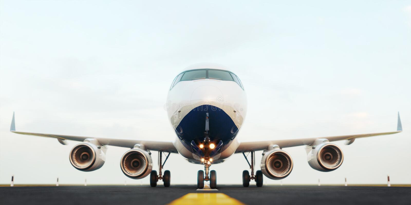Aeroplano comercial blanco que se coloca en la pista del aeropuerto en la puesta del sol La vista delantera del aeroplano del pas stock de ilustración