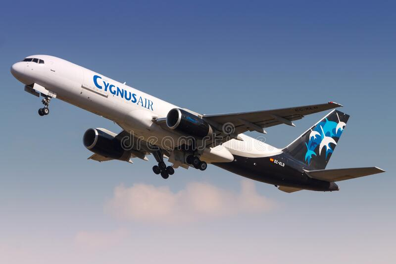 Aeroplano Cygnus Air Boeing 757 a Madrid fotografia stock libera da diritti