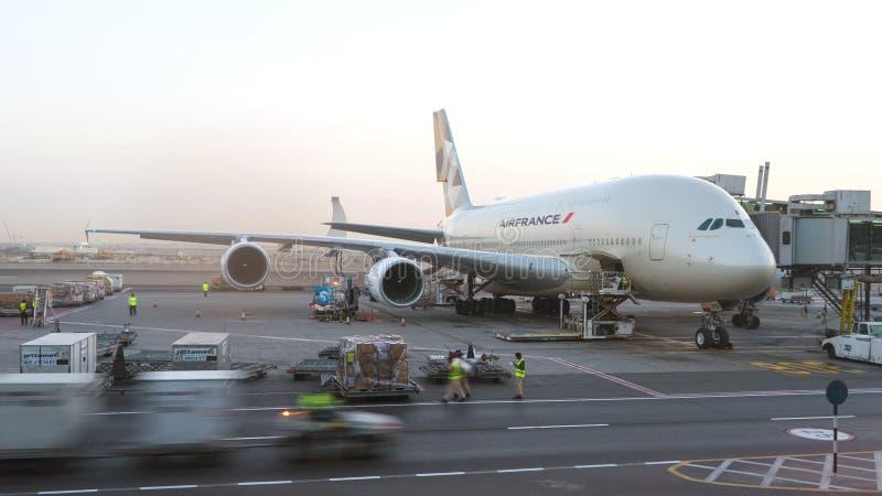 Aeroplano de Air France A380 que es mantenido en el aeropuerto Editorial conceptual fotografía de archivo libre de regalías