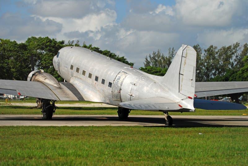 Aeroplano de Douglas DC-3 imagenes de archivo