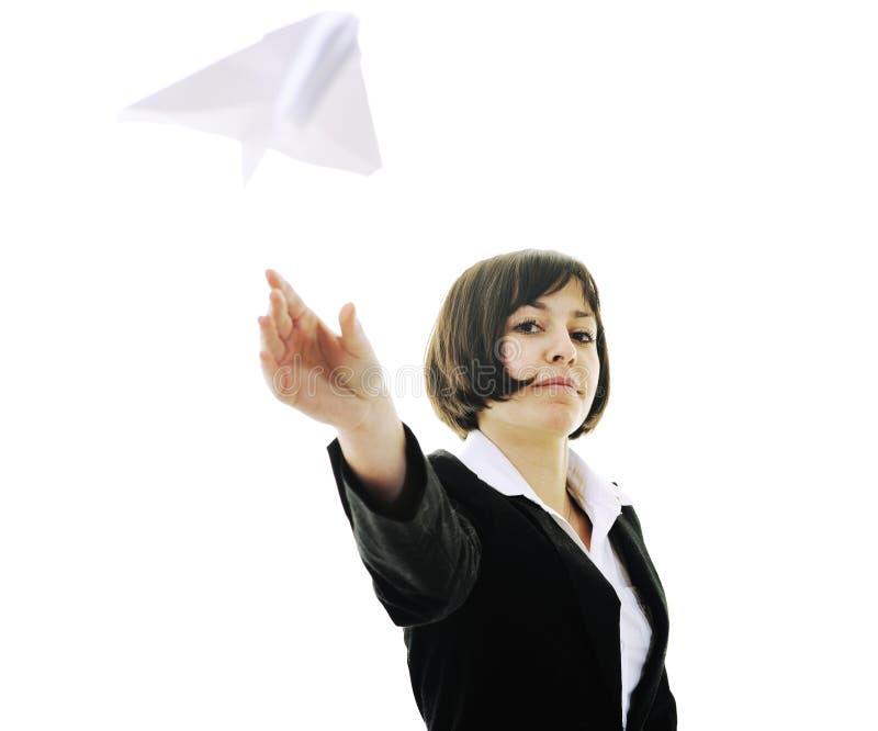 Aeroplano de papel que lanza de la mujer de negocios fotografía de archivo