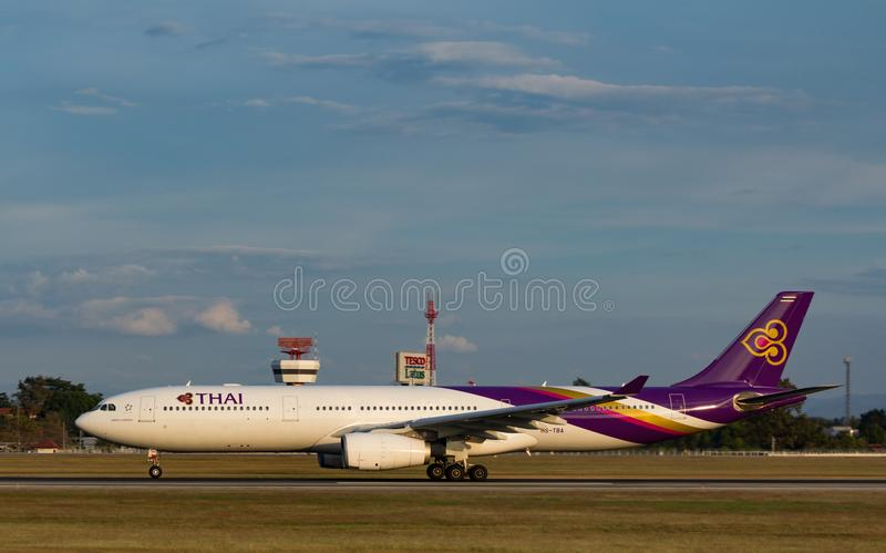 Aeroplano de Thai Airways International Airbus A330 imagen de archivo libre de regalías