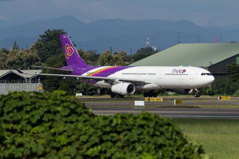 Aeroplano de Thai Airways International Airbus A330 imágenes de archivo libres de regalías