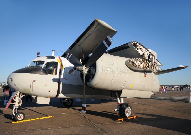 Aeroplano del blu marino con le ali piegate immagini stock libere da diritti
