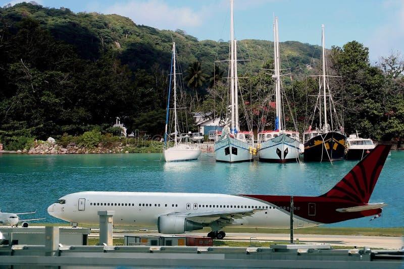 Aeroplano, destinación tropical fotos de archivo