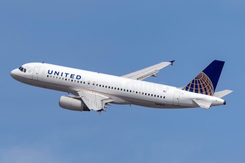 Aeroplano di United Airlines Airbus A320 che parte dall'aeroporto internazionale di McCarran a Las Vegas fotografia stock
