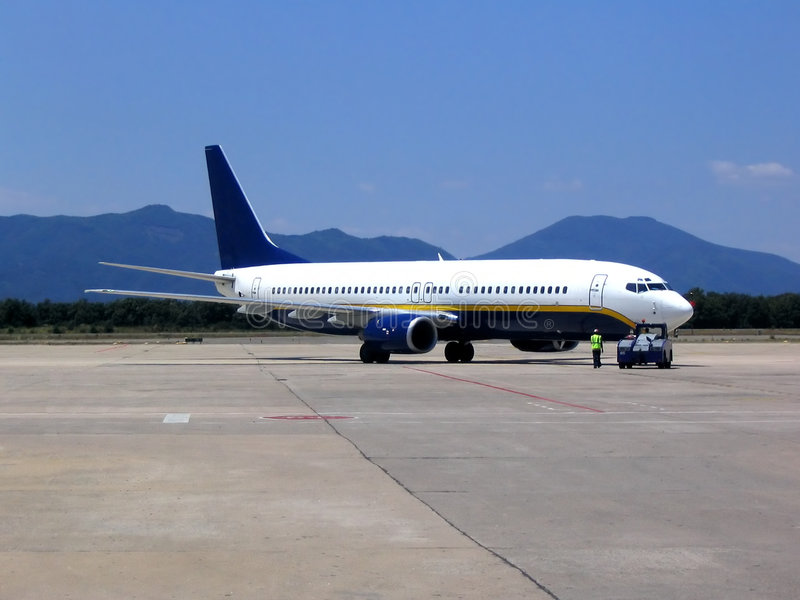 Aeroplano en el aeropuerto imagen de archivo