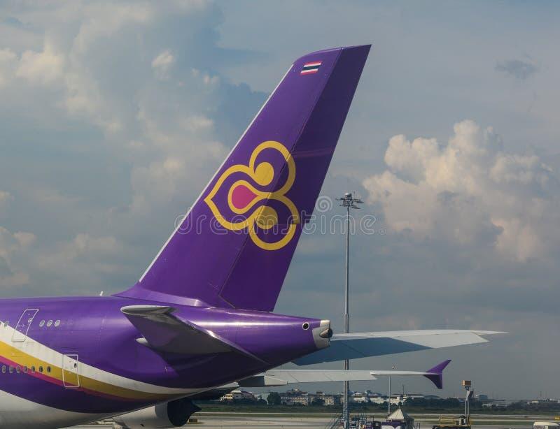 Aeroplano en el aeropuerto BKK de Bangkok fotos de archivo