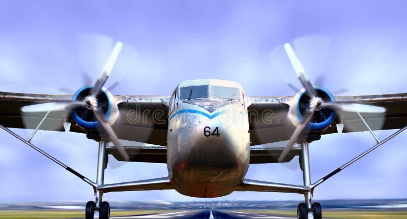 Aeroplano en el lanzamiento de la pista fotografía de archivo libre de regalías