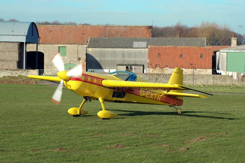 Aeroplano giallo fotografia stock libera da diritti